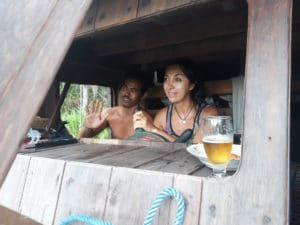 Conduciendo un klotok en Borneo